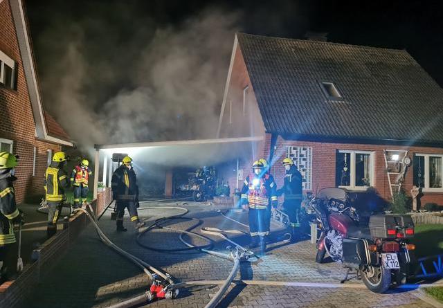 Twist - Doppelgarage in Brand - 63-jähriger Mann leicht verletzt - Foto: NordNews.de