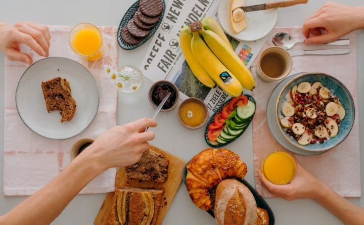 """Faires Frühstück"" – Steuerungsgruppe auf dem Wochenmarkt - TransFair e.V. / Ilkay Karakurt]"