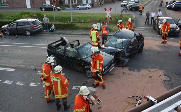 Schwerer Verkehrsunfall auf der Sögeler Straße in Werlte - Foto: Feuerwehr Werlte