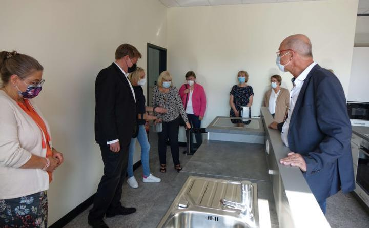 In der Vor-Ort-Besichtigung wurde auch ein der Bereich der neuen Lehrküche in Augenschein genommen. Foto: Landkreis Emsland
