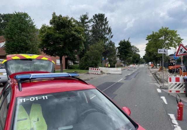 Gasleitung in Papenburg beschädigt – Feuerwehr sperrt Straße am Osterkanal - Foto: Feuerwehr Papenburg