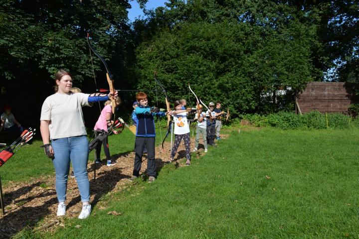 Bogenschießen im Kanu-Camp Lingen. Foto: Carolin Drees