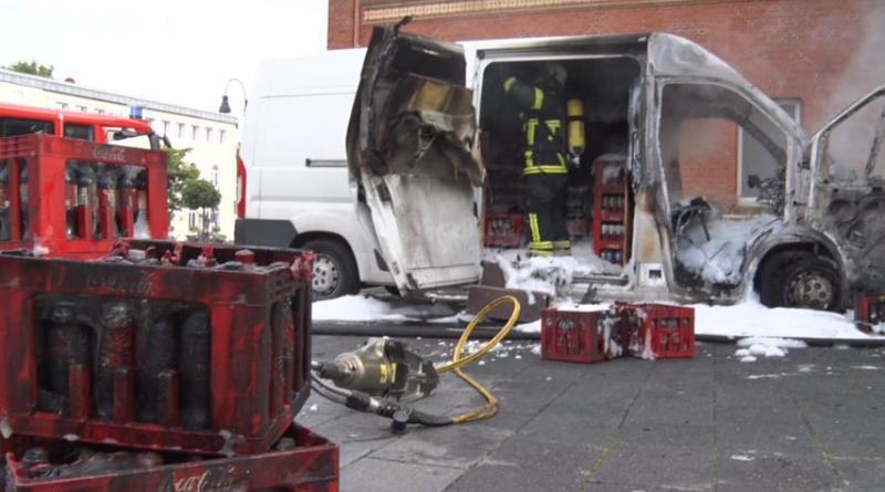 Transporter brennt am Lingener Bahnhof - Foto: NordNews.de Übersicht Übersicht 1