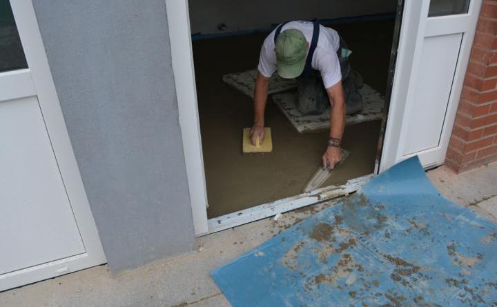In der Gebrüder-Grimm-Schule wurde Mitte August Estrich verlegt. Foto: Gemeinde Geeste
