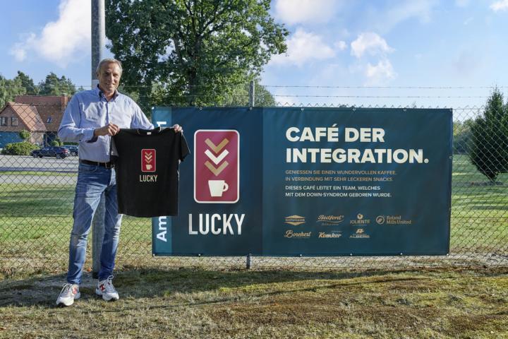Mit dem Café Lucky will Norbert Schmees bei Schmees Ladenbau ein Zeichen für Integration setzen. Foto: Medienbüro KeuKorn