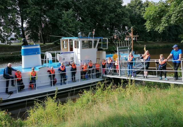 """Viel Wissenswertes über die Schifffahrt lernten die Kinder bei der Fahrt auf der """"Meppen"""". Foto: Stadt Haren (Ems)."""