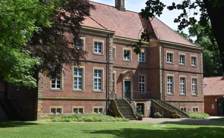 Im Oktober finden wieder regelmäßig öffentliche Führungen im Ausstellungszentrum Gut Altenkamp statt. Foto: Stadt Papenburg