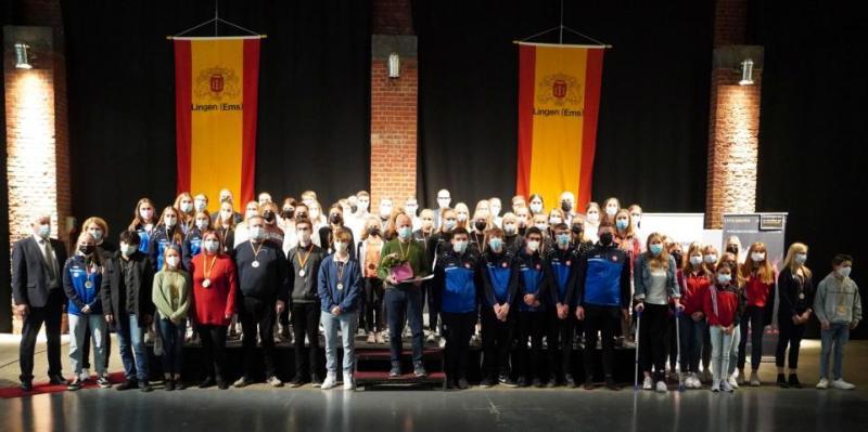 Die ausgezeichneten Sportlerinnen und Sportler des Lingener Sportehrentages 2021. Foto: Stadt Lingen