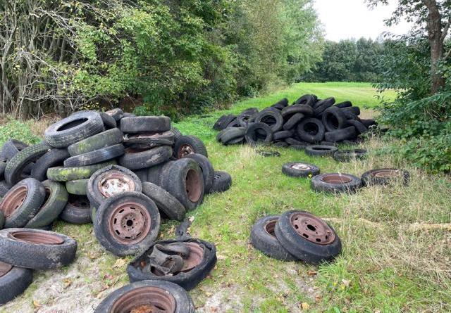 Twist - Illegale Müllentsorgung - größere Menge Autoreifen - Foto: Polizei