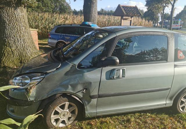Bawinkel - Fahrzeug überschlägt sich - 22-jährige rleicht verletzt - Foto: Nordnews.de