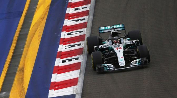 Hamilton domina a Singapore e ipoteca il titolo, la Ferrari gli dà una mano