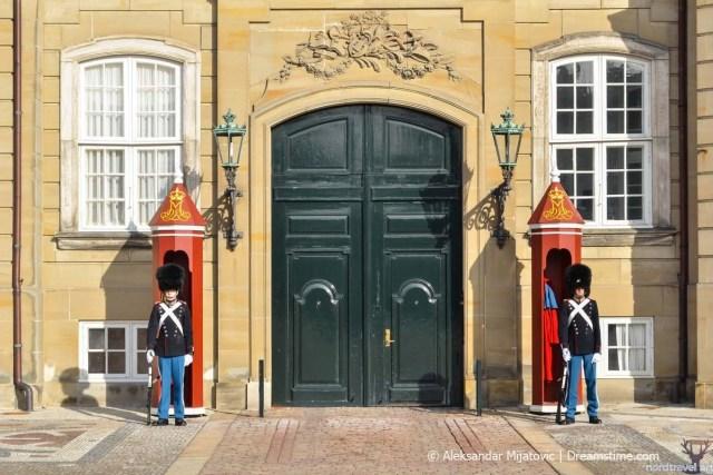 Амалиенборг. Королевская стража. Копенгаген. Дания.