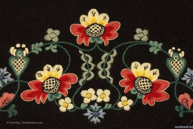 Традиционная вышивка норвежского национального костюма.