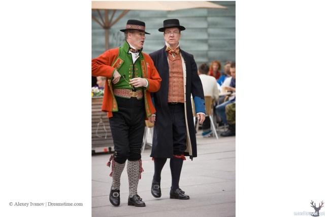 Норвежцы в национальных одеждах