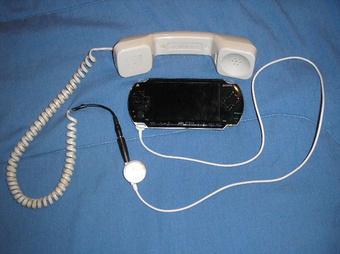 Foto do Kotaku: a imagem mais próxima do que vai ser o PlayStation Phone. iPhone que tema a ameaça!