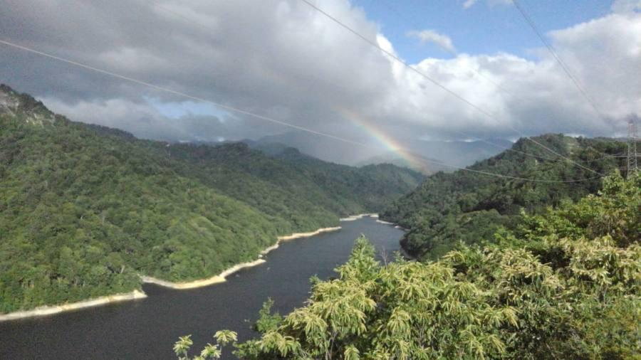 虹の奥只見湖