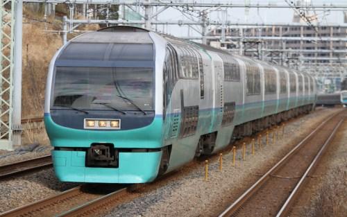 品川駅、特急踊り子の停車位置|エスカレーターやエレベーターに近いのは何号車?