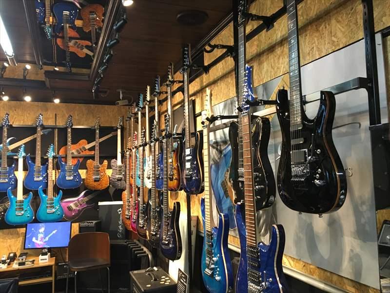 G-Life ショールーム ギターたくさん! G-Life Guitars の CROSS EDGE、DSGギターは良い!2機種じっくり試してオススメできるギターだと思いました!!