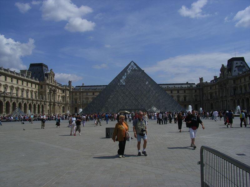 フランスのルーブル美術館、