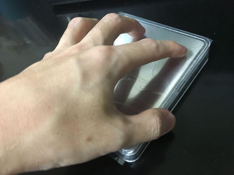 上からかぶせるとキレイに収まるんですが、持ち運ぶ際に注意が必要です。 【徹底解説】デジタルスケール 電子はかりが超便利! 0.1g~3000gまで測れる小さくて軽い一台は持っておきたい計り!キッチンスケールにも使えます。