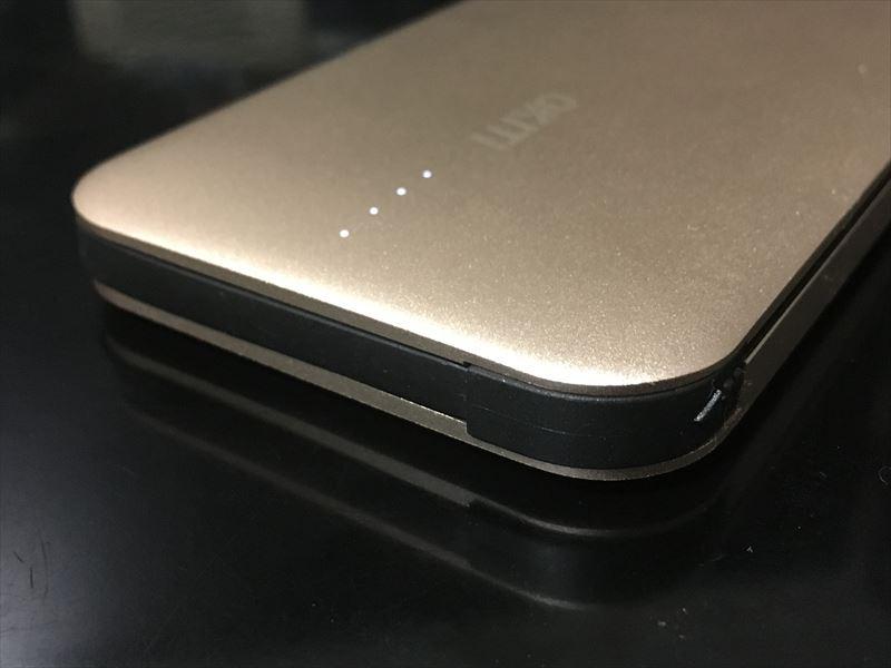 Okiti モバイルバッテリーの大事な部分。 【徹底解析】Okiti モバイルバッテリー 10000mAhが最高にオススメ!ケーブル無しで持ち運び出来て荷物が軽くなる!充電時間を計測しました!