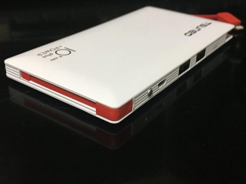 逆側にもあります。 【徹底解析】TSUNEO モバイルバッテリー 10000mAhの圧倒的軽さ!ケーブル内蔵!大容量!安さ! 最強のモバイルバッテリーです!(Dmtown)