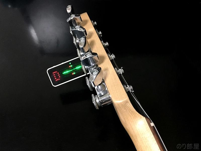 実際にギターを構えた位置からUnitune Clipでチューニングというのを想定するとこのようになります。 【徹底解析】UniTune Clipのクリップチューナーが超オススメ!+/-0.02セントの超精度!ポリチューン機能をなくし値段が安くなったモデルでギター・ベースにおススメ!。【解説動画あり】