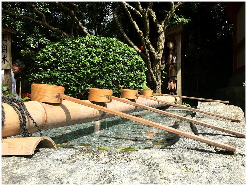 手を清めてから登っていくと・・・ 「天開稲荷神社」の「奥の院」が超オススメ! 【福岡観光】初めて行く人にオススメの行って欲しいコース。見ておくべき場所と美味しい食べ物!
