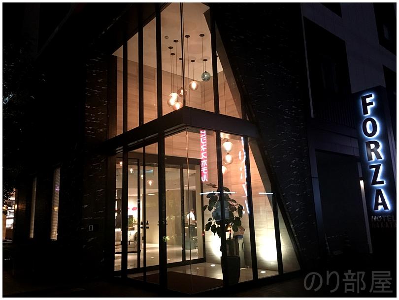 夜の入口はオシャレ。【感想】FORZA ホテルフォルツァ博多駅博多口が福岡で泊るのにオススメ!部屋もキレイで受け付けの対応も良くて満足!