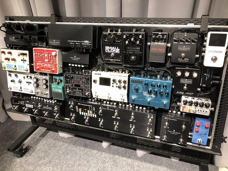 綾野剛さん(The XXXXXX)の機材・エフェクターボード 【徹底紹介】綾野剛のエフェクターボード・機材を解析!ツマミ・ノブの位置も分かる!ギターを支える機材の数々を紹介!ギター。 #綾野剛 #thexxxxxx #ザシックス【金額一覧】