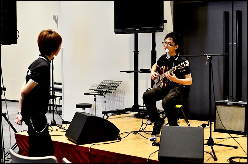 後任ギタリストは大須賀聡(シーサト)さんにお願いしました。 10年続けたトゥクトゥクスキップを卒業しました。