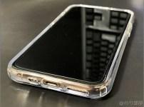 「Spigen ウルトラ・ハイブリッド(クリスタル ・クリア)」のスマホケースをiPhone 11 proに装着した画像【徹底解説】iPhone 11 proのオススメのケース・保護フィルムは「Spigen ウルトラ・ハイブリッド」と「Spigen ガラスフィルム GLAS.tR SLIM」!干渉もなくて丈夫で傷もつかない!【シュピゲン】