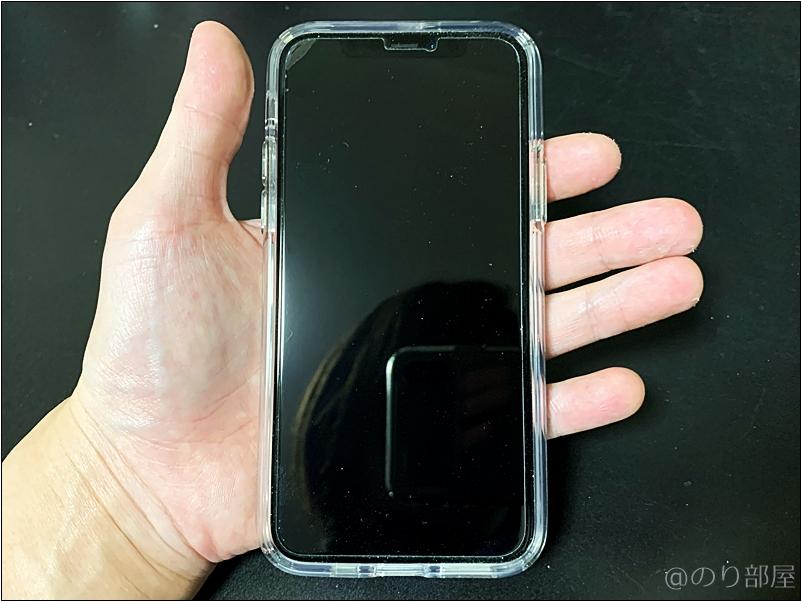 片手で持っても余裕がある。iPhone 11proを持った時のサイズ感と親指の可動域 【徹底説明】iPhone 11proをXS MAXから変えて良かった・悪かったこと。一つ前のモデルから変更しても大満足! 常に新しいスマホを買うメリット・デメリット。#iPhone