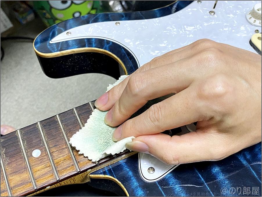 ステンレスフレットのメリット「メンテナンスが楽・簡単」で拭く必要がない&金属磨きでこするだけでOK ステンレスフレットのメリット・デメリット。音・メンテナンス方法・管理方法について。 減らないしメンテが楽!