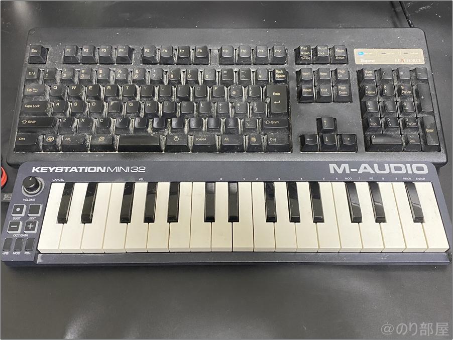 後付けデスクの「 サンワダイレクト キーボードスライダー」はSサイズとMサイズがあるMIDIキーボードを後付けデスクの「 サンワダイレクト キーボードスライダー」に置けば邪魔にならない MIDIキーボードのオススメの置き場。後付けデスクの「 サンワダイレクト キーボードスライダー」がかなり良さそう!