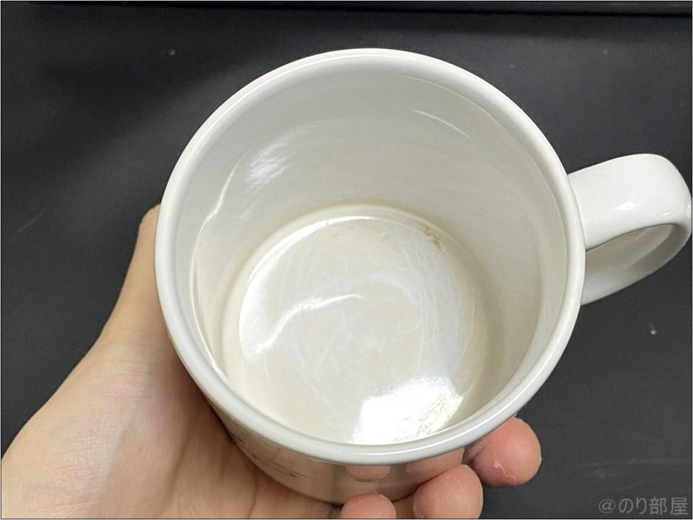 激落ちくんで側面を全部こすって茶渋を磨いてみた カップの汚れ・茶渋を激落ちくんで一瞬でキレイにしていきます!【紅茶・コーヒー】【1分で解決】カップの汚れを簡単に取る方法。紅茶の茶渋跡を一瞬で簡単に安全に落とすことができます!【コーヒーやミルクティーのコップの汚れ】