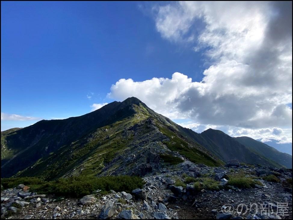 北岳で夢の稜線歩きができた!! 日本一高い稜線歩きで初心者登山者は感動! 北岳に初心者が登ってきました!富士山よりも難易度が高くて危険な場所も!