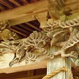 梓水神社 紅粱の彫刻が見事