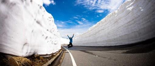エコーライン 雪の回廊でジャン〜プ♪