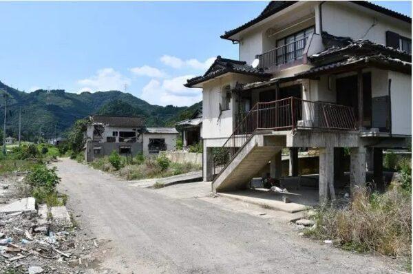 被災したまま取り残された家屋(球磨村渡地区)