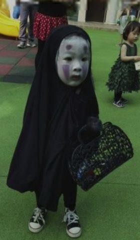 ハロウィン 子供 大人 仮装 簡単 安い 100均 アリス 溶性 アラジン ディズニー 傷 吸血鬼 ゾンビ かおなし 白塗り メイク 手作り 女の子 男の子
