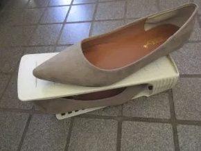 職場 デスク きれい 職場 デスク きれい 下 効果 快適 片付け 癒し 足元 靴置き 消臭 収納 整理 100均 おしゃれ グッズ 百均 100円 ヒャッキン アイディア