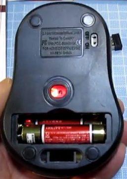100均 百均 100円 ヒャッキン ワイヤレスマウス 無線 マウス 300円 ダイソー 口コミ 感想 鏡面タイプ ツートン 使用感 CPIとは