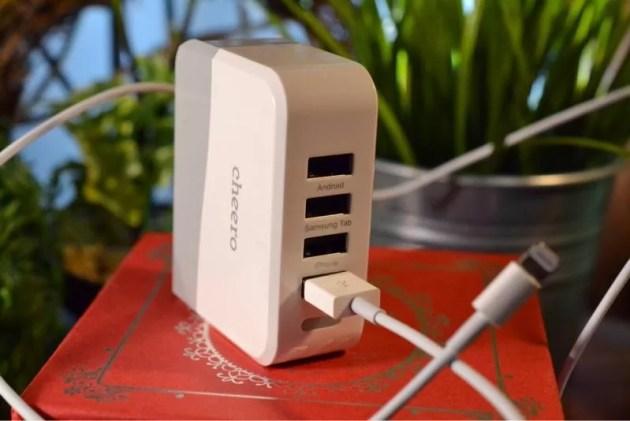 コンパクトなiPhone急速充電器4A