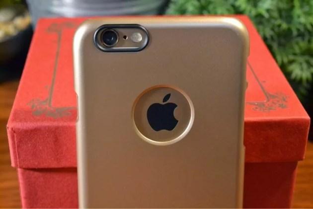 ゴールドなiPhone6ケース装着3