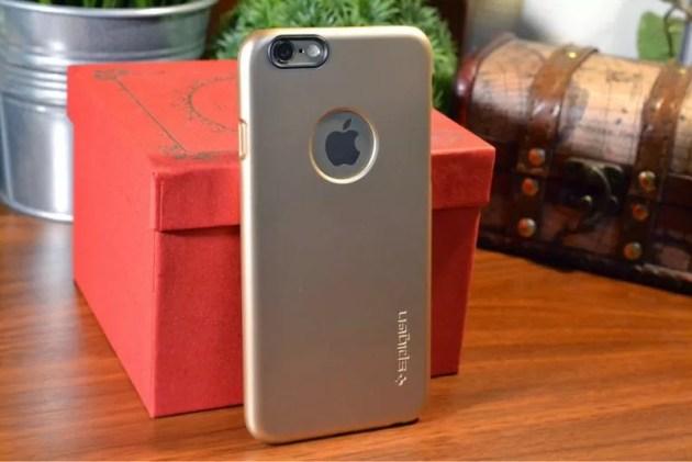 ゴールドなiPhone6ケース装着2