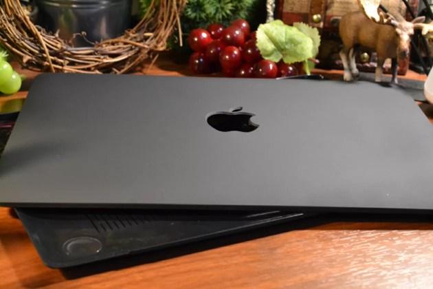 MacBook Pro13インチカバーのレビュー1