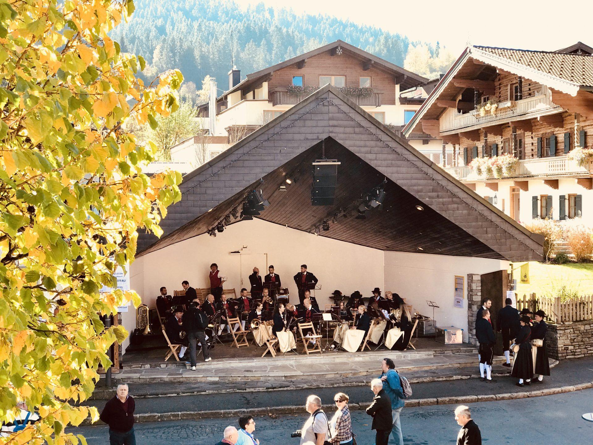 Musik zum Bauernmarkt im Pavillon
