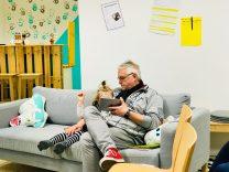 Risky Week 15 – Merlin und Papa spielen auf dem iPad.