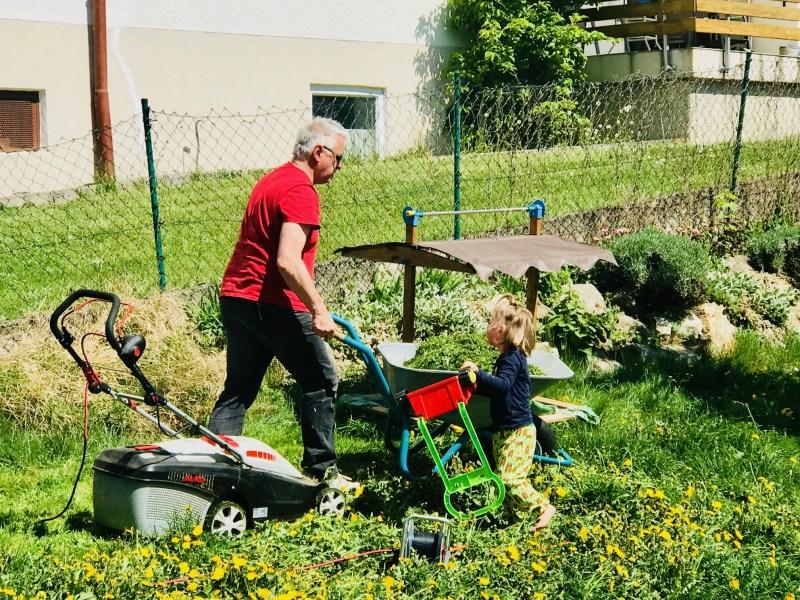 Risky Week 17 – Merlin und Papa arbeiten im Garten